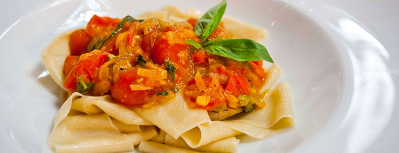 Homemade pasta: Fresh Tomato and basil pappardelle