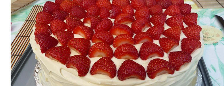 Strawberries and Vanilla Sponge Cake