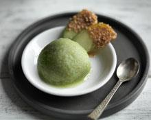 Apple sorbet with crunchy toffee apple